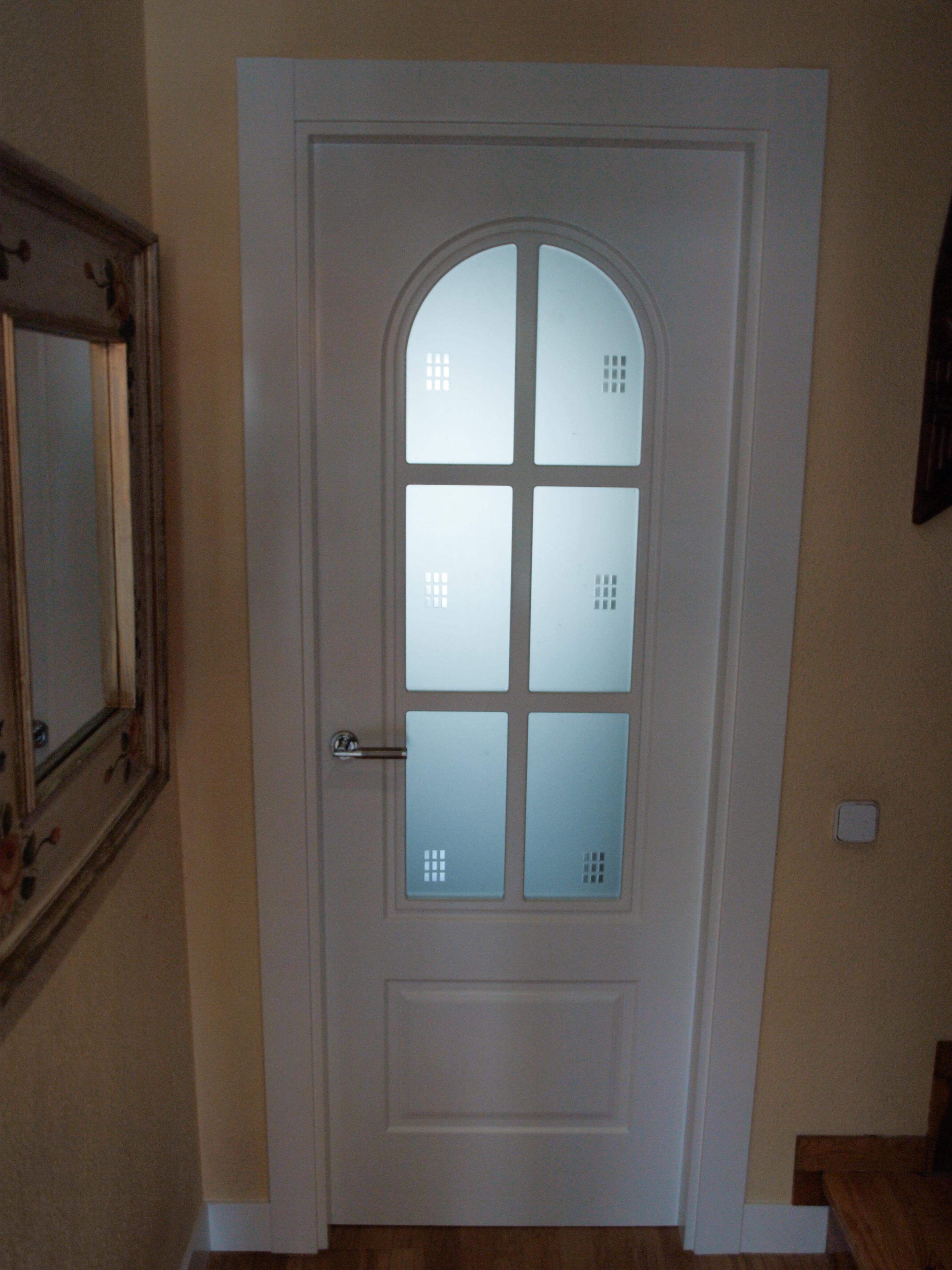 Puertas lacadas blanco cheap decora tu hogar con puertas for Casas con puertas blancas